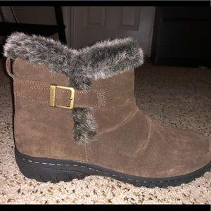 NWB Khombu brown Lindsey boots.